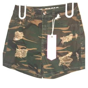 Camo distressed shorts